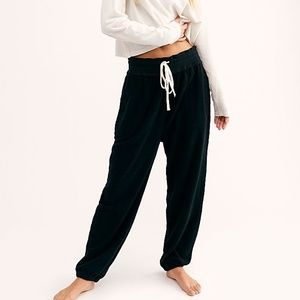 A18 Free People Slouch Jogger Intimately Black